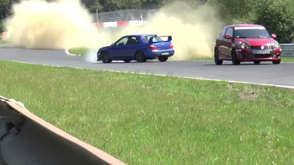 VIDEO: cam aşa salvezi un Impreza de la accident pe Nürburgring