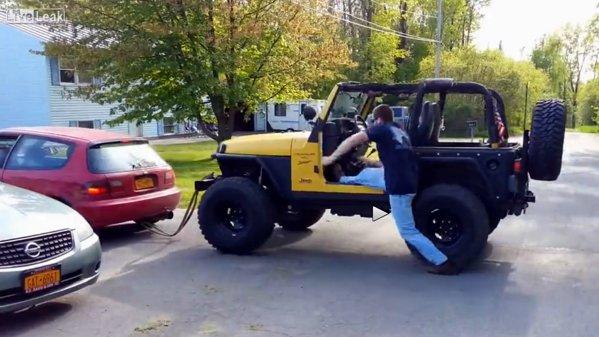 Câteva lucruri pe care să NU le faci când Jeep-ul tău tractat este în mişcare