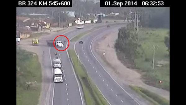 Accident desprins din filmele de acţiune pe o autostradă din Brazilia. VIDEO