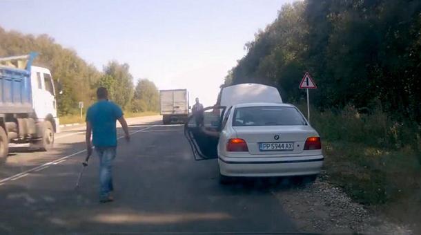 Hoţii de maşini, puşi la punct pe autostradă de unul un pic mai şmecher ca ei [VIDEO]