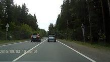 Cum să NU depăşeşti mai multe vehicule deodată. VIDEO