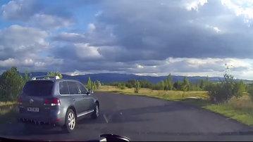 Nepăsarea la volan, cauza unei tragedii evitate la limită pe drumurile din România [VIDEO]