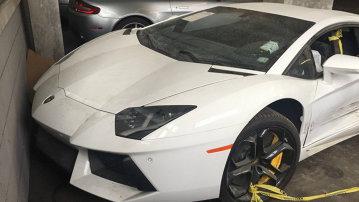 Se vinde: Lamborghini Aventador la o treime din preţul original. Are doar o mică problemă...