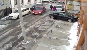 VIDEO. Maşina folosită ca armă. Şofer de 19 ani din Piteşti loveşte intenţionat un bărbat