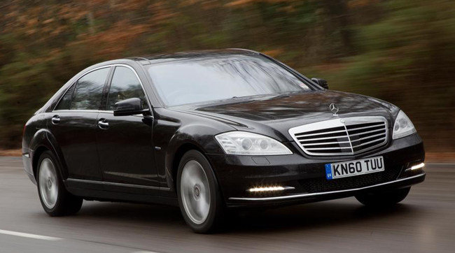 Cum arat un mercedes benz s class care a c zut 120 de for Mercedes benz care