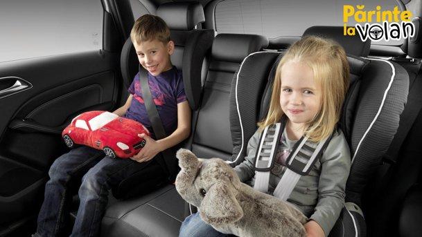 Cum să călătoreşti în siguranţă (şi linişte) cu cei mici în maşină