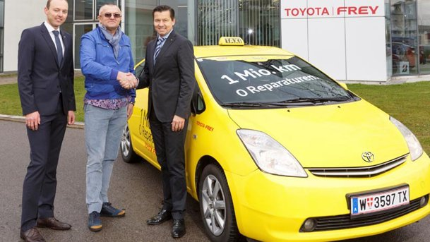Un Prius taxi face dovada că maşinile hibride sunt fiabile