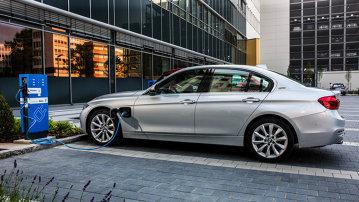 BMW 225xe şi BMW 330e sunt cele mai noi modele plug-in hybrid ale mărcii germane