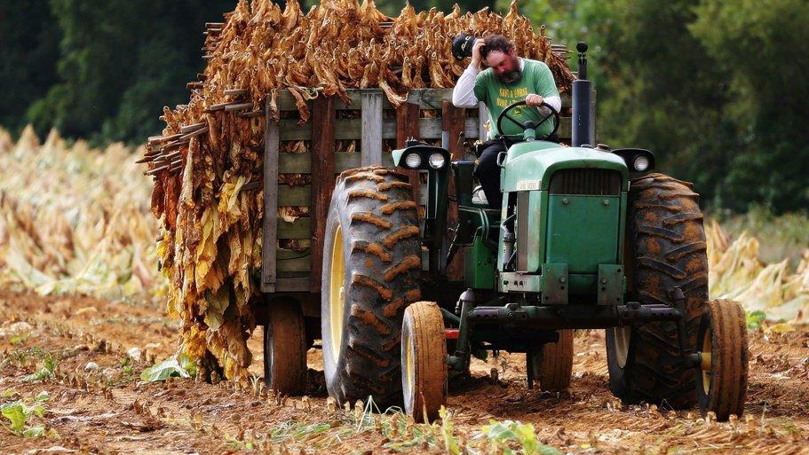 Tractoristul modern. Vei fi surprins să afli cât câştigă