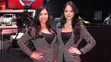 Fetele de la Salonul Auto Los Angeles 2014. GALERIE FOTO