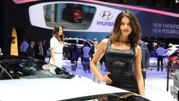 Fetele de la Salonul Auto Geneva 2015: GALERIE FOTO
