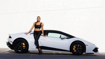 GALERIE FOTO: Lamborghini Huracan, alături de o domnişoară îmbrăcată în piele