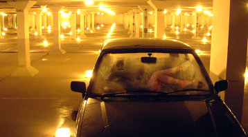 Cuplu surprins făcând sex în maşină