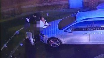 Scene bizare filmate de un bărbat, în parcarea din faţa blocului