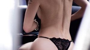 """Taximetristului nu i-a venit să creadă ce se întâmplă pe bancheta din spate: """"Cămaşa bărbatului era deschisă, iar femeie nu purta lenjerie intimă"""" [VIDEO]"""