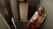 Această rusoaică s-a urcat în lift fără să ştie că o aşteaptă cursa vieţii. Ce i s-a întâmplat înăuntru e uimitor [VIDEO]