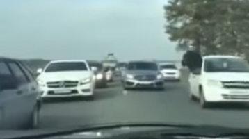 Live din MAŞINA MAFIEI ruseşti. Reglări de conturi în plină stradă [VIDEO]