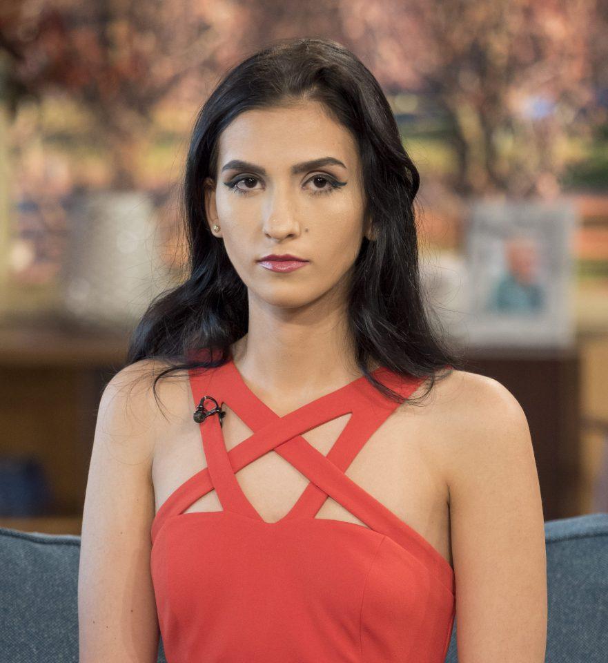 Aleexandra din Bucureşti şi-a oferit VIRGINITATEA pe net. A pornit de la 1 MILION de lire sterline. La ce sumă uriaşă a ajuns din partea unui om de afaceri? (GALERIE FOTO)