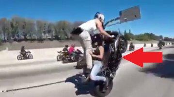 Cele mai periculoase cascadorii făcute pe motocicletă - VIDEO