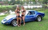 Fete sexy şi maşini americane