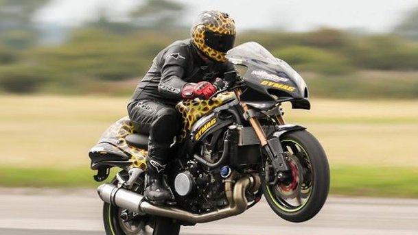 Record mondial: wheelie la peste 300 km/h [VIDEO]