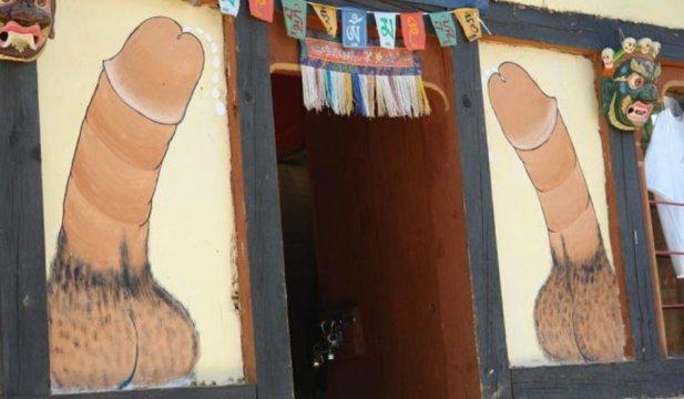 Prin bizarul Bhutan: penisurile care alungă răul