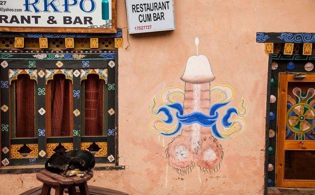 Un penis pictat pe peretele unui restaurant local