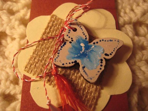 Mărşişor tradiţional cu simbolul fluturelui.