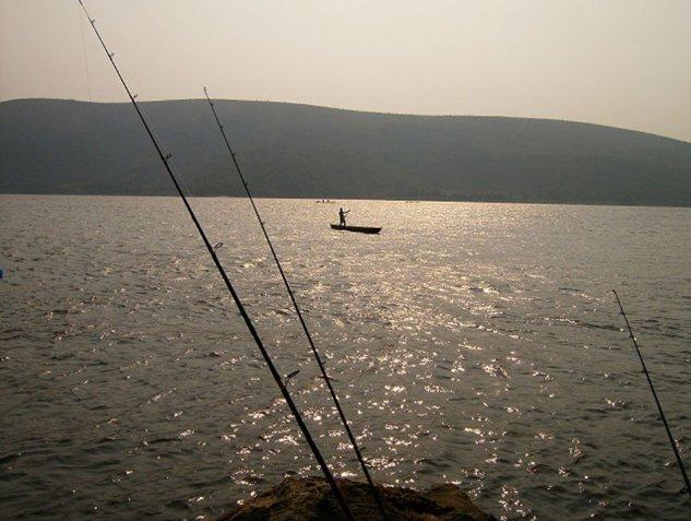 pescuit de seara pe apele fluviului Congo