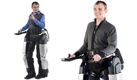 Paralizat pe viata – merge din nou, cu ajutorul picioarelor bionice! (VIDEO)