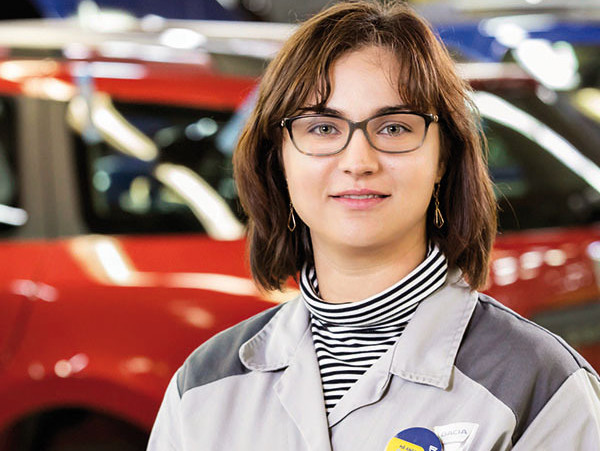 Cine este tânăra de 37 de ani care are 600 de oameni în subordine la fabrica Dacia