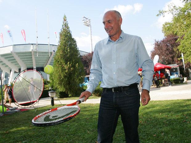 Povestea lui Bogdan Enoiu, publicitarul care nu se desprinde de racheta de tenis