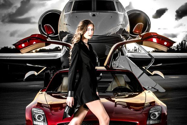 Cum trăiesc copiii bogaţi din Londra: maşini de lux, avioane private şi folosesc bancnote de 50 de lire pentru a-şi sterge pantofii