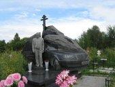 Un fotograf surprinde pietrele funerare fascinante ale mafioţilor ruşi - GALERIE FOTO