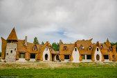 Un bucureştean a construit un castelul de lut în Valea Zânelor. Vezi cum arată construcţia inspirată din poveştile Fraţilor Grimm