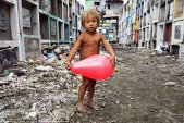 Imagini puternice cu copii din întreaga lume. Copilăria, în diferite colţuri ale lumii - GALERIE FOTO
