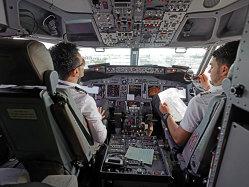 """Dezvăluirile angajaţilor Ryanair: """"Rupem tăcerea: am fost întâmpinaţi cu contracte de muncă înşelătoare şi, pentru cei mai mulţi dintre noi, cu zero contribuţii la pensii"""""""