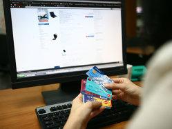 Românii au cheltuit, în medie, 7,67 milioane de euro în fiecare zi pentru cumpărături prin internet în 2017