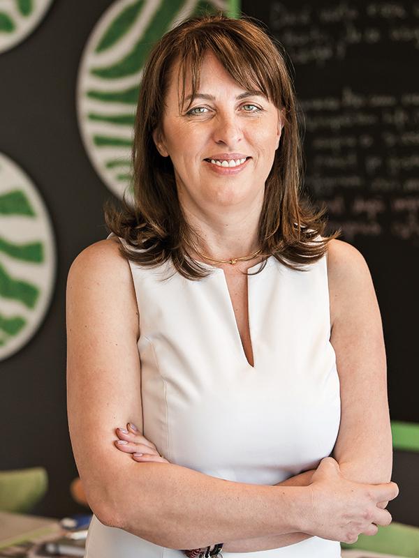 După aproape patru ani la conducerea asigurătorului Metlife Italia, Carmina Dragomir a revenit în România ca CEO al Metropolitan Life. Ce planuri are în noua funcţie?