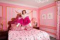10. Apartamentul Eloise: se află tot în hotelul Plaza din New York şi costă de la 2, 045 dolari pe noapte. Este o cameră destinată tinerelor răsfăţate, fane ale eroinei Eloise, create de autorul Kay Thompson. Decorată de designerul Betsey Johnson, camera de la etajul 18 poate să găzduiască patru copii.