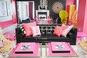 8. Apartamentul Barbie – se află în Las Vegas, preţul pentru o noapte petrecută aici porneşte de la 4, 000 de dolari. Pentru orice fată care a avut o casă Barbie sau şi-a dorit una, camera, sub forma unui palat roz cu privelişte spectaculoasă asupra Las Vegasului este un vis devenit realitate. Cele mai frecvente solicitări pentru camera care poate găzdui peste 50 de invitaţi sunt petrecerile burlăciţelor.