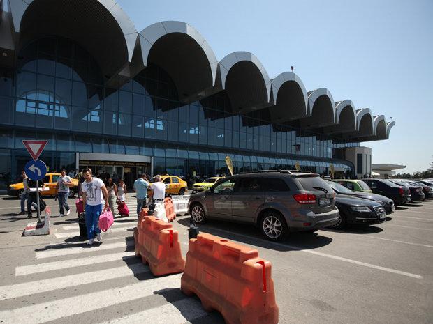 """Parcarea de la Aeroportul Otopeni, o """"mașină de bani"""" lăsată în paragină…"""