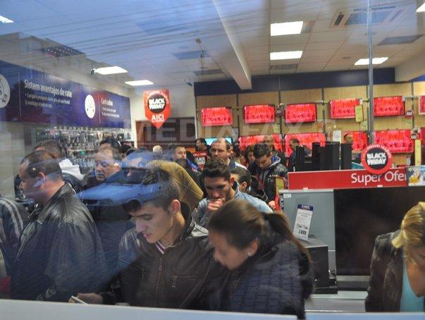 BLACK FRIDAY 2013: La Suceava, traficul în magazinele de electronice a crescut de zeci de ori