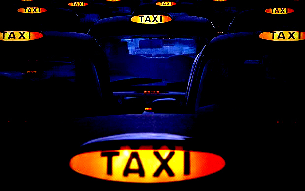 Revoluţie în taximetria din Bucureşti: maşini negre şi şoferi care vorbesc engleza şi poartă cravată şi costum