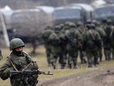 Un oficial ucrainean susţine că Rusia a mobilizat 100.000 de militari la frontieră