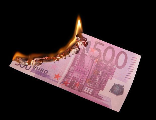 Prima ţară din Europa care renunţă la banii cash. Vor dispărea complet pentru că cetăţenii nu îi mai folosesc