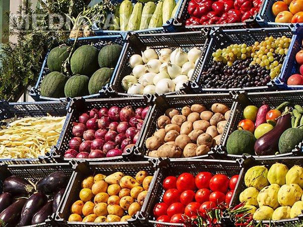 Rusia interzice importurile de fructe şi legume din Ucraina