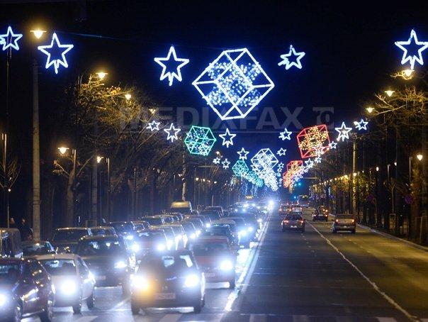 Aproape trei milioane de beculeţe pentru sărbătorile de iarnă vor fi aprinse, sâmbătă, în Bucureşti
