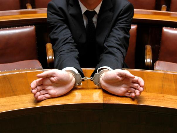 Om de afaceri hunedorean, reţinut în dosarul de corupţie al preşedintelui CJ Hunedoara