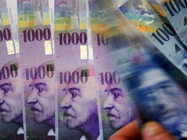Tot mai multe bănci elveţiene cer dobânzi clienţilor pentru depozitele în franci (Imagine: Mediafax Foto/AFP)